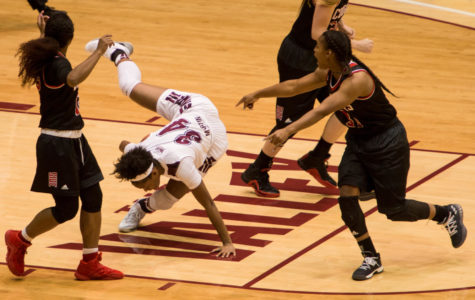 Saluki women's basketball falls to rival Cougars