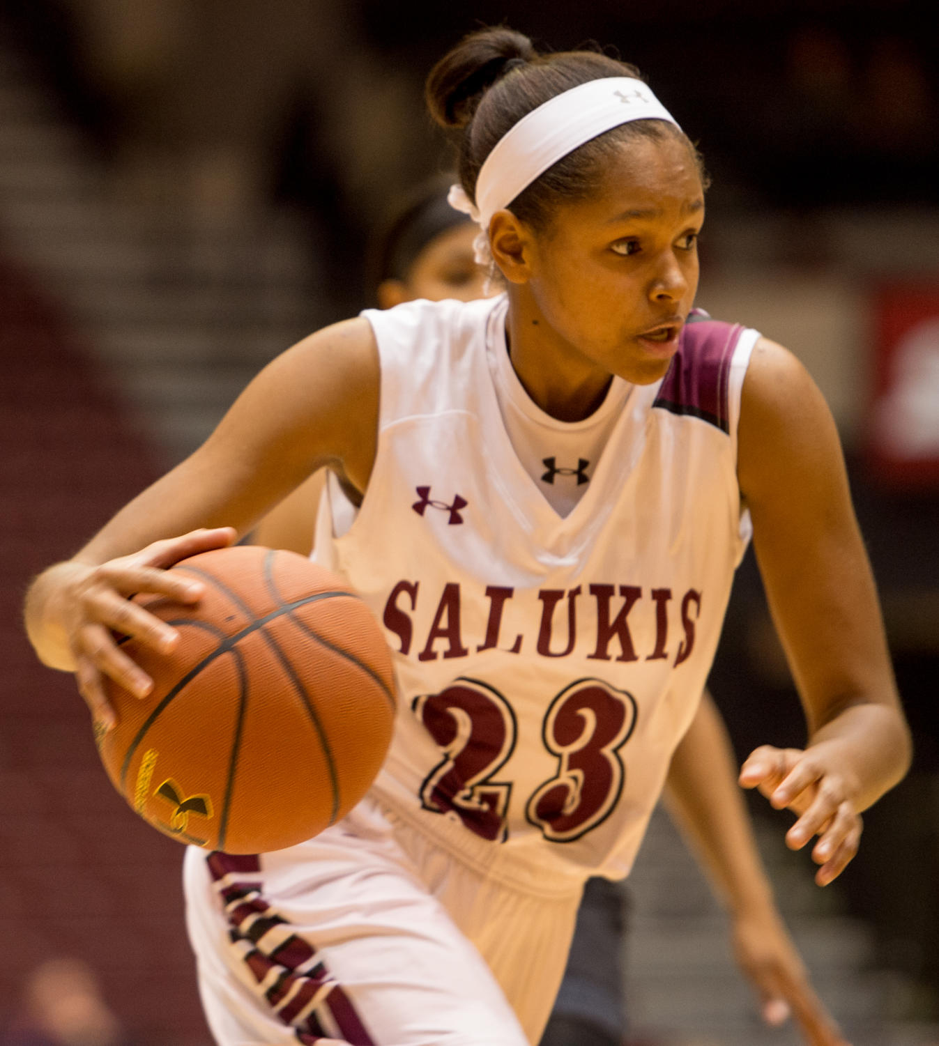 Sophomore+guard+Kristen+Nelson+pushes+up+the+court+Monday%2C+Nov.+27%2C+2017%2C+during+the+Salukis%27+57-53+loss+to+the+SIU+Edwardsville+Cougars+at+SIU+Arena.+%28Brian+Mu%C3%B1oz+%7C+%40BrianMMunoz%29