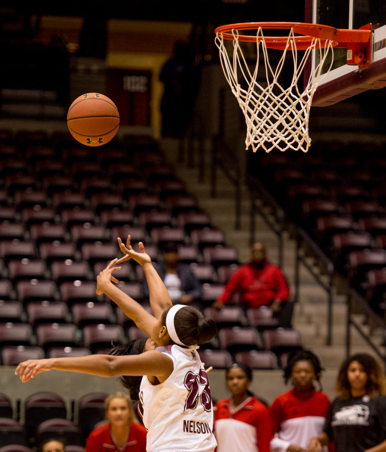 Sophomore+guard+Kristen+Nelson+fights+for+the+ball+Monday%2C+Nov.+27%2C+2017%2C+during+the+Salukis%27+57-53+loss+to+the+SIU+Edwardsville+Cougars+at+SIU+Arena.+%28Brian+Mu%C3%B1oz+%7C+%40BrianMMunoz%29