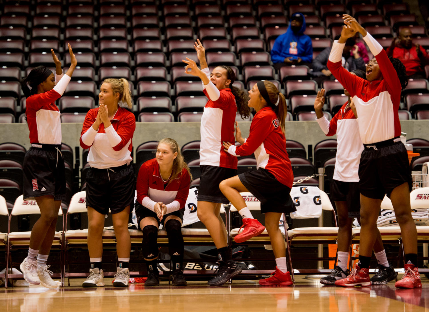 Members+of+the+SIUE+basketball+team+celebrate+after+scoring+a+basket+Monday%2C+Nov.+27%2C+2017%2C+during+the+Salukis%27+57-53+loss+to+the+SIU+Edwardsville+Cougars+at+SIU+Arena.+%28Brian+Mu%C3%B1oz+%7C+%40BrianMMunoz%29