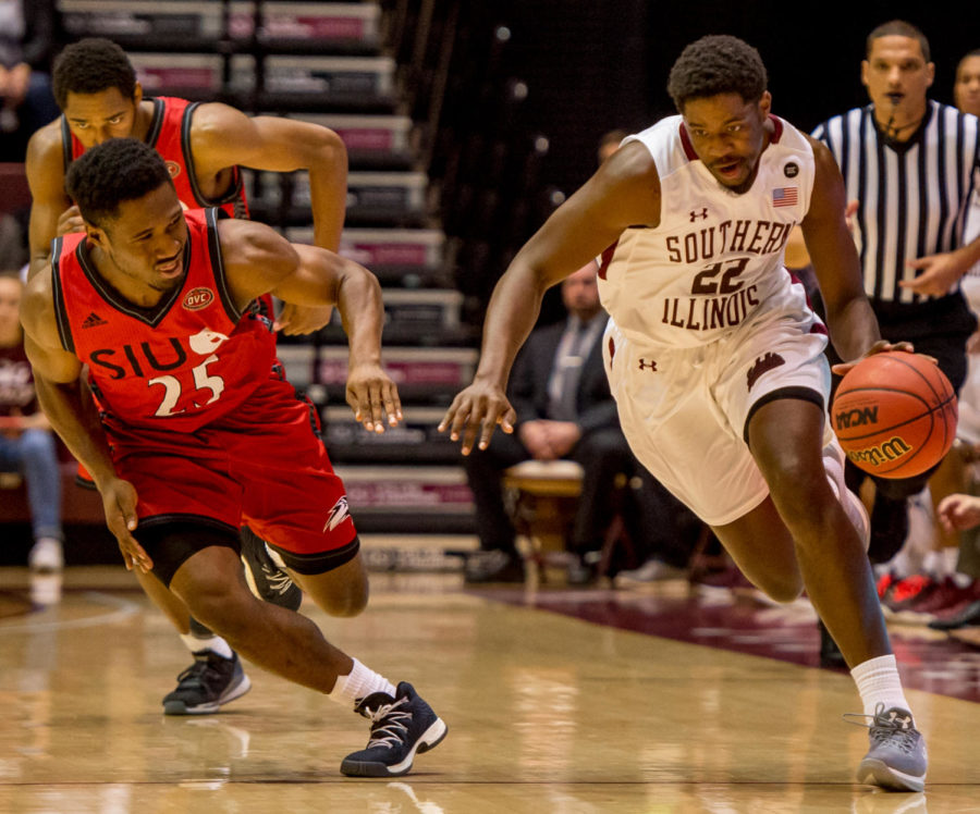 Junior guard Armon Fletcher drives the ball past Southern Illinois University Edwardsville's Jaylen McCoy Wednesday, Nov. 29, 2017, during the Salukis' 86-59 win against SIUE at SIU Arena. (Brian Munoz | @BrianMMunoz)