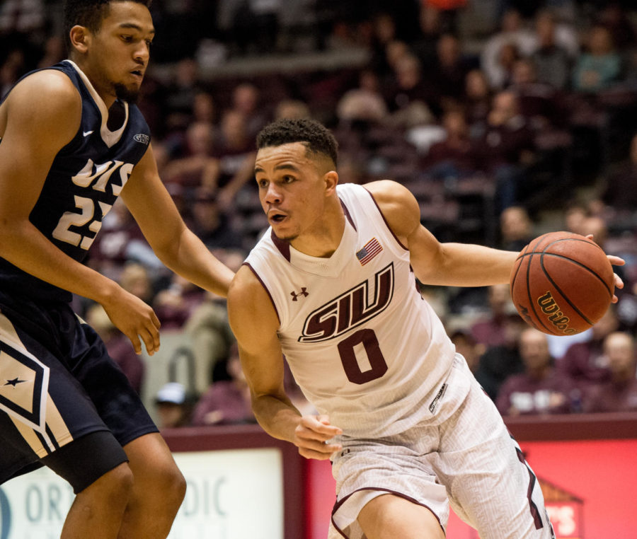 Senior+forward+Jonathan+Wiley%2C+right%2C+pushes+through+UIS+pressure+Saturday%2C+Nov.+18%2C+2017%2C+during+the+Salukis%27+69-64+win+against+the+University+of+Illinois+Springfield+Prairie+Stars+at+SIU+Arena.+%28Brian+Mu%C3%B1oz+%7C+%40BrianMMunoz%29