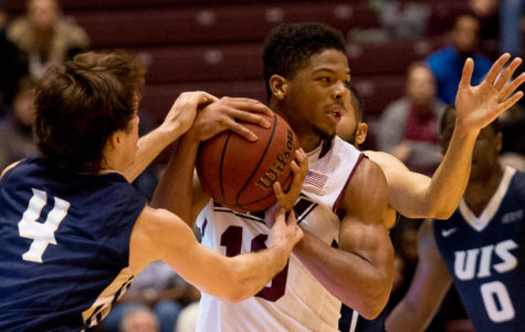 SIU men's basketball escapes narrow victory against UIS