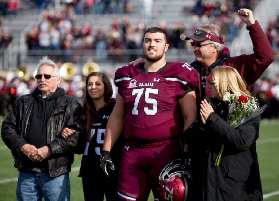 Senior+offensive+lineman+Auston+Olsen+stands+alongside+his+girlfriend+and+family+Saturday%2C+Nov.+11%2C+2017%2C+before+the+Salukis%27+match+up+against+the+Youngstown+State+Penguins+at+Saluki+Stadium.+%28Brian+Mu%C3%B1oz+%7C+%40BrianMMunoz%29