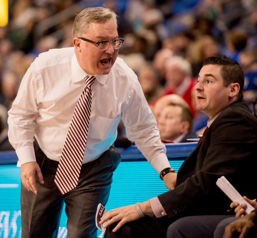 Coach+Barry+Hinson+reacts+to+a+play+Wednesday%2C+Dec.+6%2C+2017%2C+during+the+Salukis%27+69-74+loss+against+the+St.+Louis+University+Billikens+at+Chaifetz+Arena+in+St.+Louis%2C+Missouri.+%28Brian+Mu%C3%B1oz+%7C+%40BrianMMunoz%29