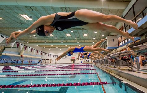 Salukis swimmers blow Evansville out of water