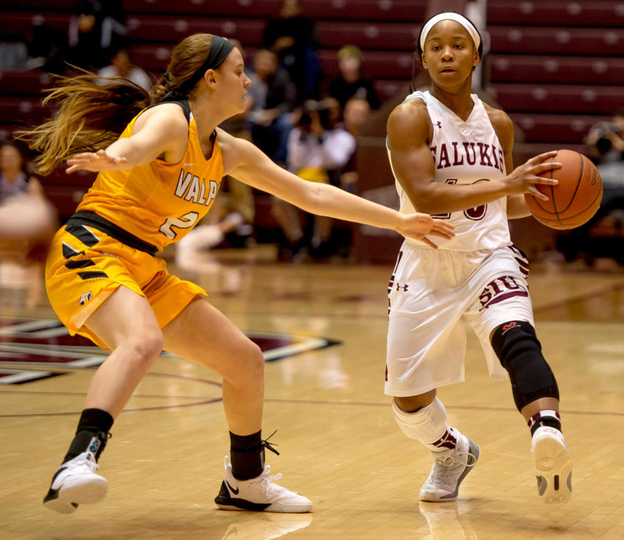 Sophomore guard Brittney Patrick drives the ball past Valparaiso Crusaders guard Meredith Hamlet Sunday, Jan. 21, 2018, during the Salukis' 74-63 victory over the Valparaiso University Crusaders at SIU Arena. (Brian Mu–oz | @BrianMMunoz)