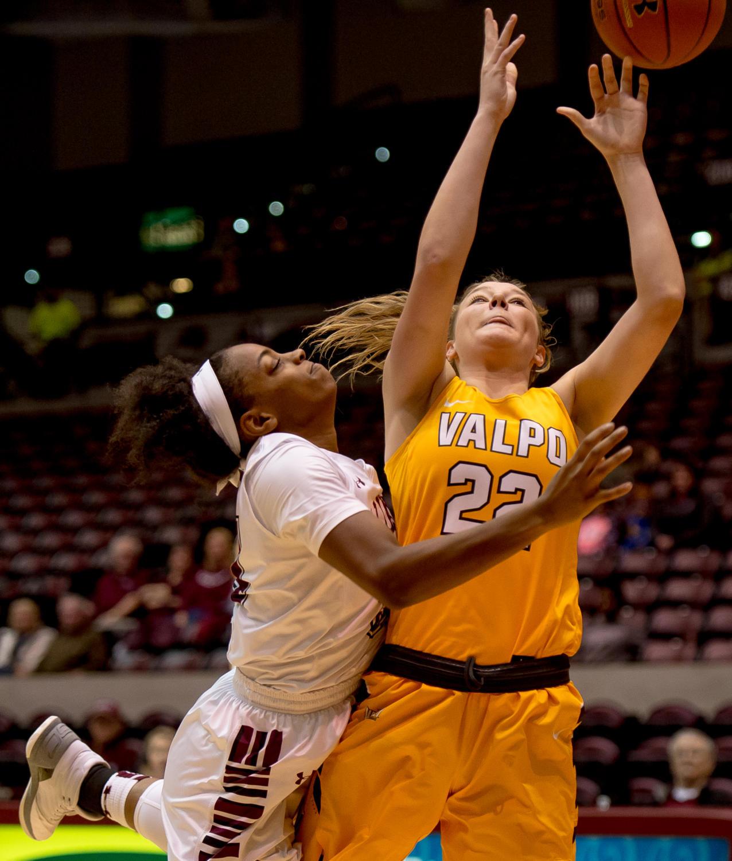 Gallery: Saluki Women's Basketball defeats Valparaiso ...