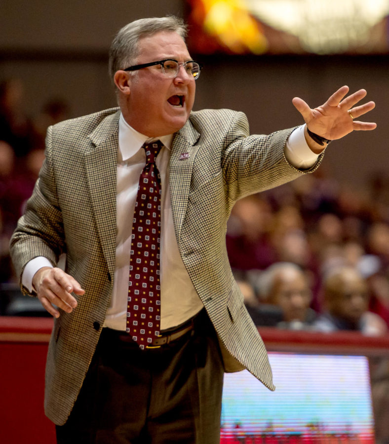 Head coach Barry Hinson calls out to his players Sunday, Jan. 21, 2018, during the Salukis' 64-53 victory over the University of Northern Iowa Panthers at SIU Arena. (Brian Munoz | @BrianMMunoz)