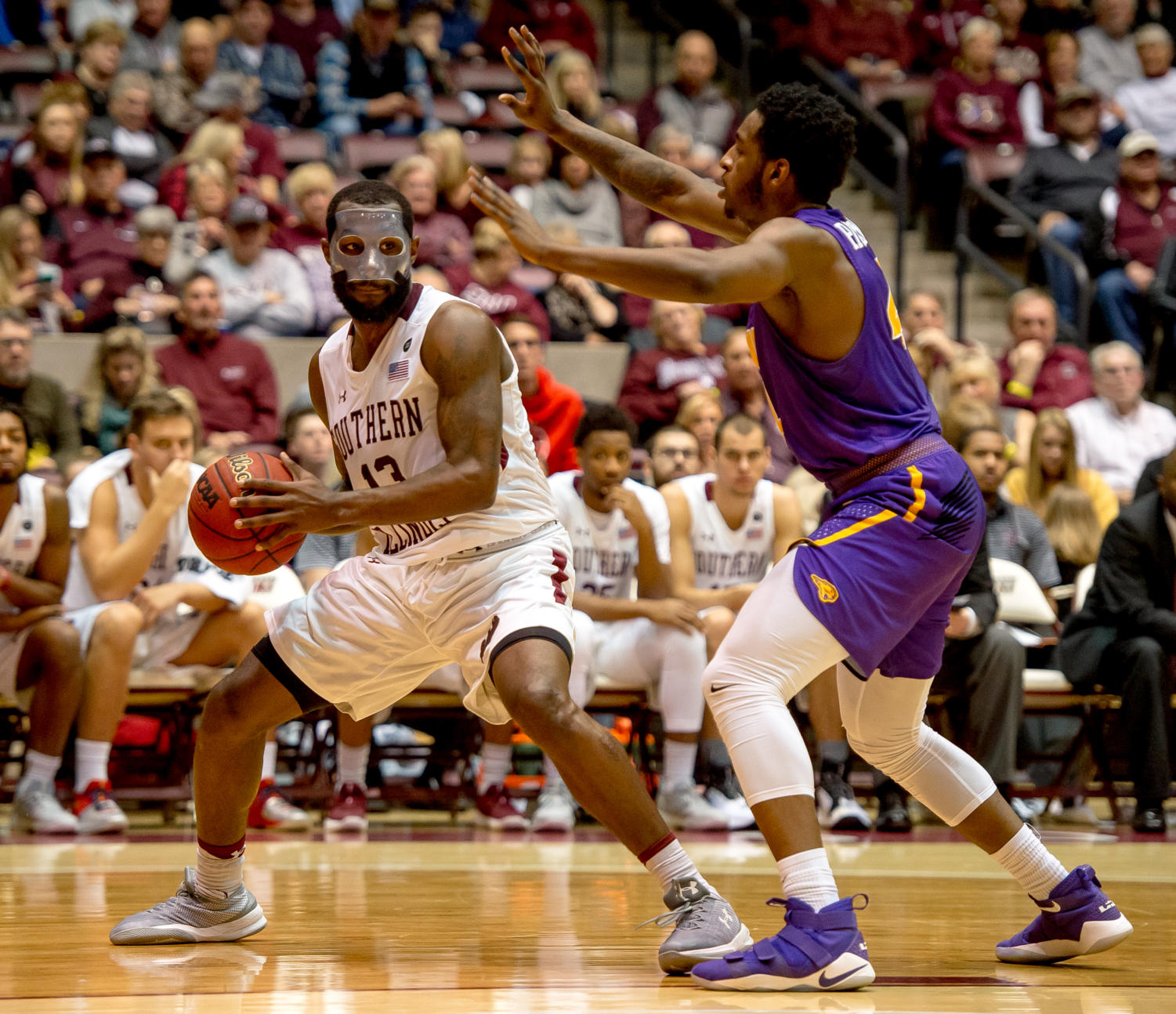 Junior+guard+Sean+Lloyd+Jr.+looks+to+pass+the+ball+Sunday%2C+Jan.+21%2C+2018%2C+during+the+Salukis%27+64-53+victory+over+the+University+of+Northern+Iowa+Panthers+at+SIU+Arena.+%28Brian+Munoz+%7C+%40BrianMMunoz%29