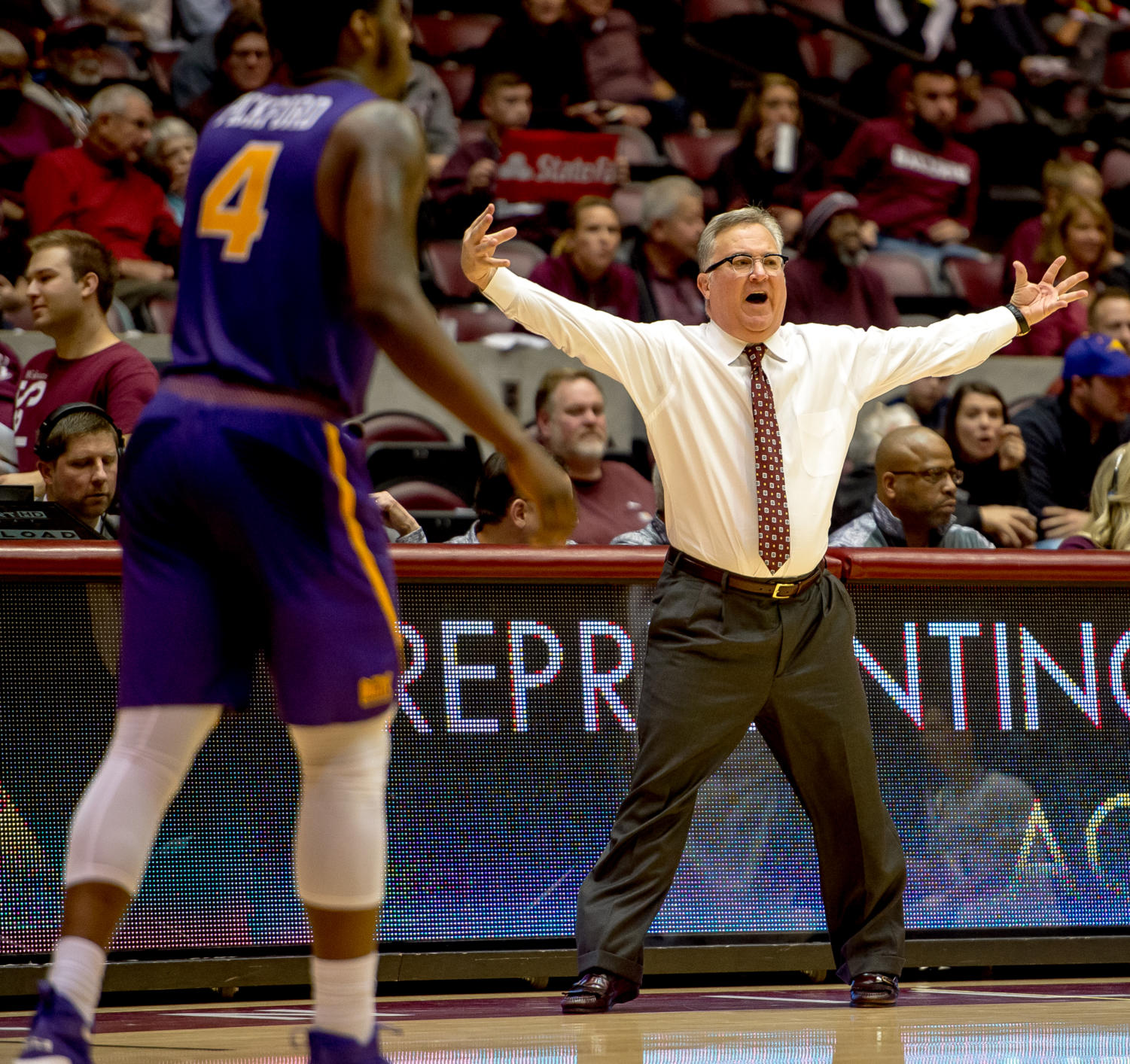 SIU+head+coach+Barry+Hinson+gestures+to+his+players+Sunday%2C+Jan.+21%2C+2018%2C+during+the+Salukis%27+64-53+victory+over+the+University+of+Northern+Iowa+Panthers+at+SIU+Arena.+%28Brian+Munoz+%7C+%40BrianMMunoz%29