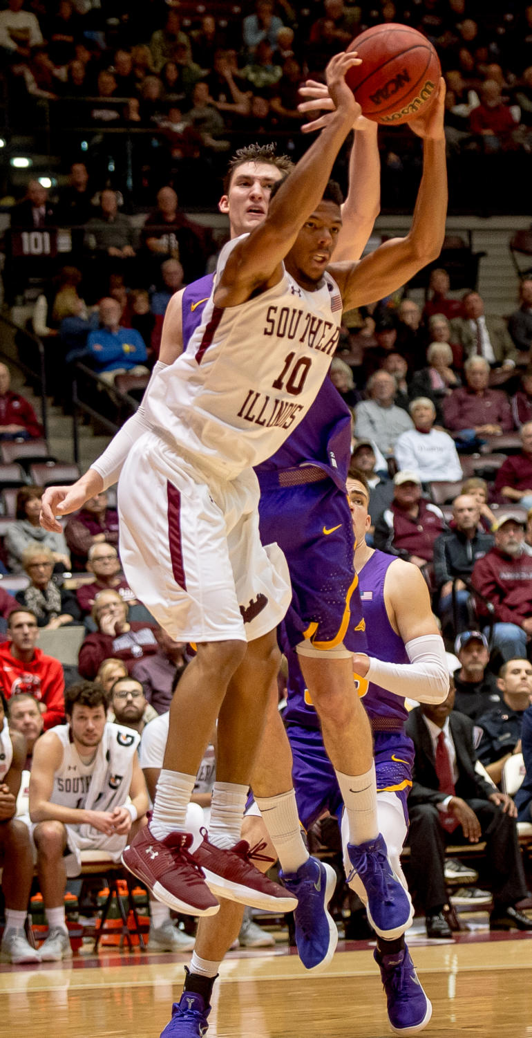 Sophomore+guard+Aaron+Cook+blocks+a+pass+Sunday%2C+Jan.+21%2C+2018%2C+during+the+Salukis%27+64-53+victory+over+the+University+of+Northern+Iowa+Panthers+at+SIU+Arena.+%28Brian+Munoz+%7C+%40BrianMMunoz%29
