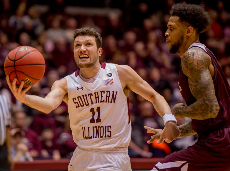 Senior+guard+Tyler+Smithpeters+pushes+past+Missouri+State+defense+Wednesday%2C+Feb.+14%2C+2018%2C+during+the+Salukis%27+81-80+win+against+the+Missouri+State+Bears+at+SIU+Arena.+%28Brian+Munoz+%7C+%40BrianMMunoz%29