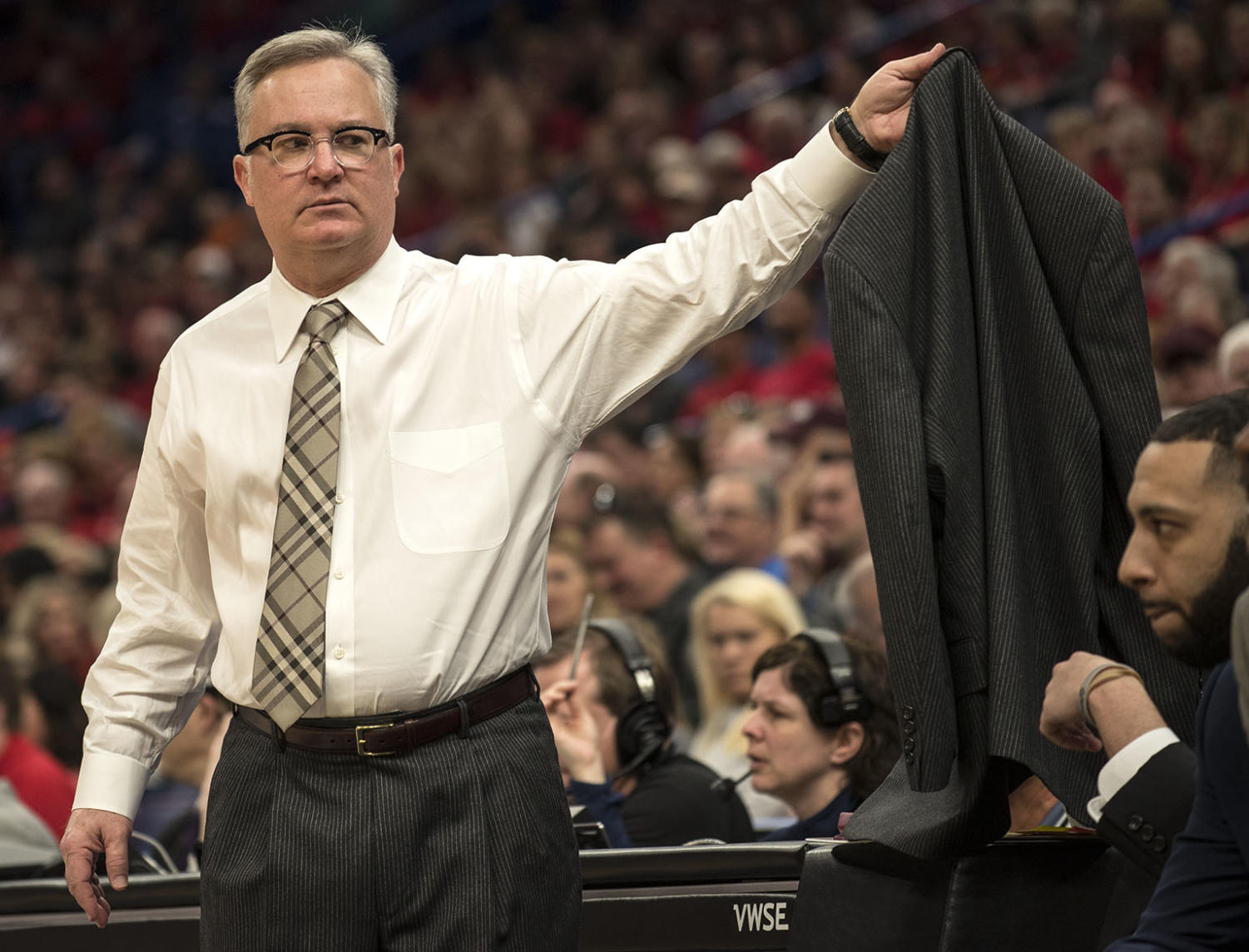 SIU+coach+Barry+Hinson+takes+off+his+jacket+Saturday%2C+March.+3%2C+2018%2C+during+the+Salukis%E2%80%99+76-68+loss+against+the+Illinois+State+Redbirds+at+the+Missouri+Valley+Conference+%22Arch+Madness%22+tournament+in+St.+Louis.+%28Athena+Chrysanthou+%7C+%40Chrysant1Athena%29