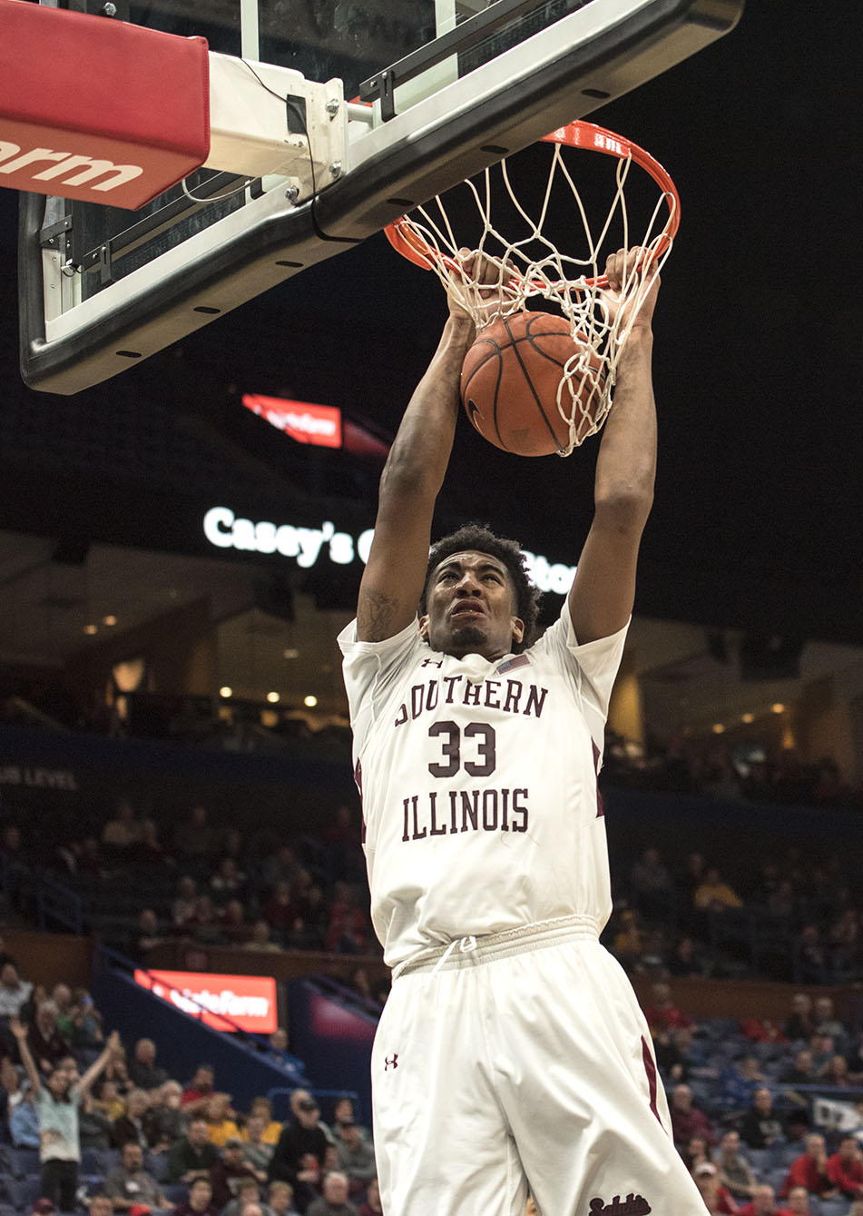 Junior+center+Kavion+Pippen+dunks+the+ball+Saturday%2C+March.+3%2C+2018%2C+during+the+Salukis%E2%80%99+76-68+loss+against+the+Illinois+State+Redbirds+at+the+Missouri+Valley+Conference+%22Arch+Madness%22+tournament+in+St.+Louis.+%28Athena+Chrysanthou+%7C+%40Chrysant1Athena%29