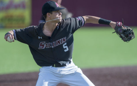 Saluki baseball suffers series loss to Fighting Illini