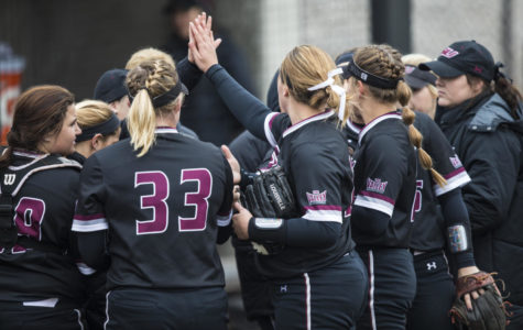 Saluki softball sweeps Bradley Braves in doubleheader