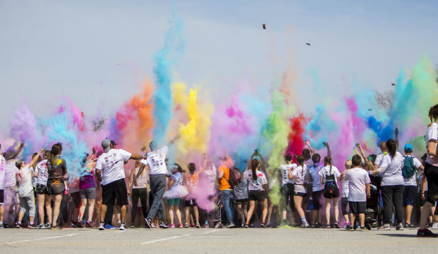 Runners+throw+colored+paint%2C+Saturday%2C+April+21%2C+2018%2C+during+the+Color+Fun+Run+for+the+Autism+Society+of+Southern+Illinois+at+Southern+Illinois+University.+%28Corrin+Hunt+%7C+%40CorrinIHunt%29