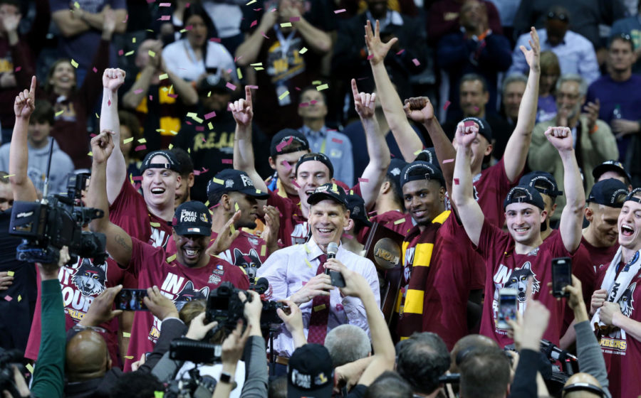 Loyola head coach Porter Moser addresses fans as the team celebrates after a 78-62 win against Kansas State in an NCAA Tournament regional final at Philips Arena in Atlanta on Saturday, March 24, 2018. (John J. Kim/Chicago Tribune/TNS)