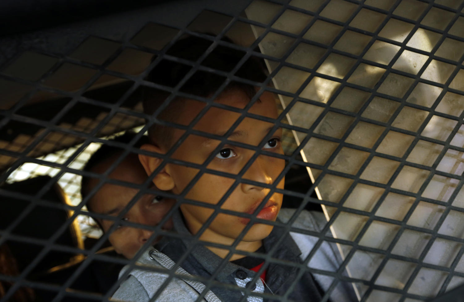 A young boy is detained along with his family members in Texas. (Carolyn Cole/Los Angeles Times/TNS)