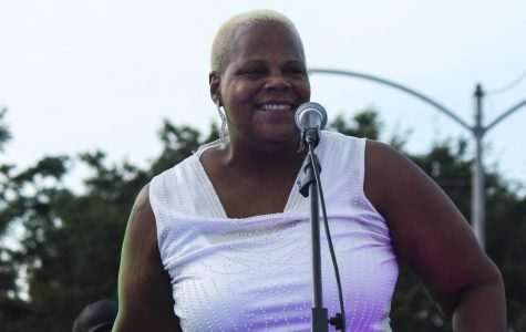 Sheryl Youngblood performs groovy set for sunset concert