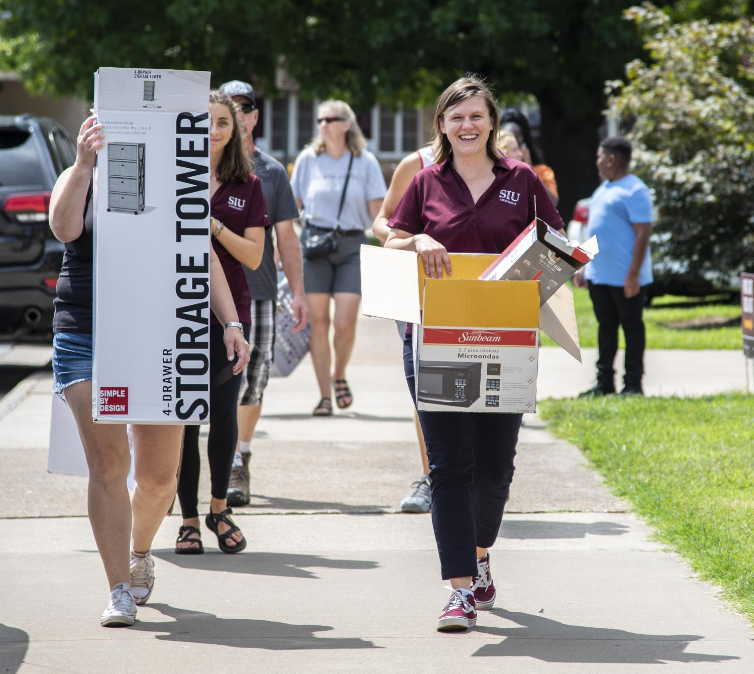 Karen Schauwecker, the sustainability coordinator for the Sustainability office, gathers recyclable cardboard, Thursday, Aug. 16, 2018, during move-in day at Thompson Point. (Mary Barnhart | @MaryBarnhartDE)