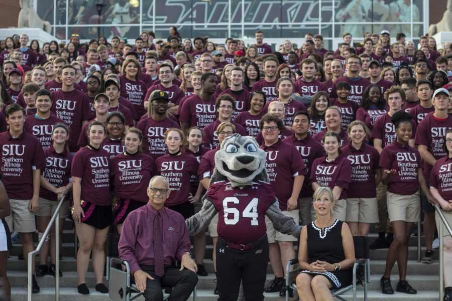 Class photo for the class of 2022, Friday, Aug. 17, 2018, during the New Student Welcome event at the SIU Arena. (Nick Knappenburger)