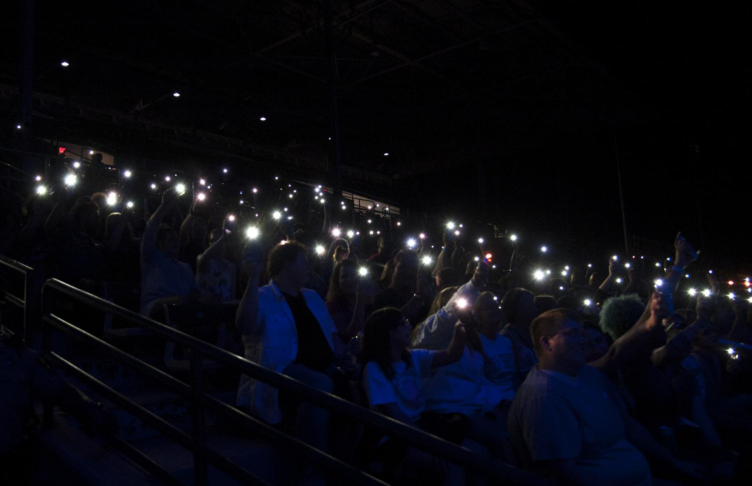 Audience+members+hold+up+cellphone+flashlights+and+lighters+during+a+love+song+sung+by+Ryan+Cabrera%2C+Thursday%2C+Aug.+30%2C+2018+at+the+Grandstand+stadium+during+the+Du+Quoin+State+Fair.