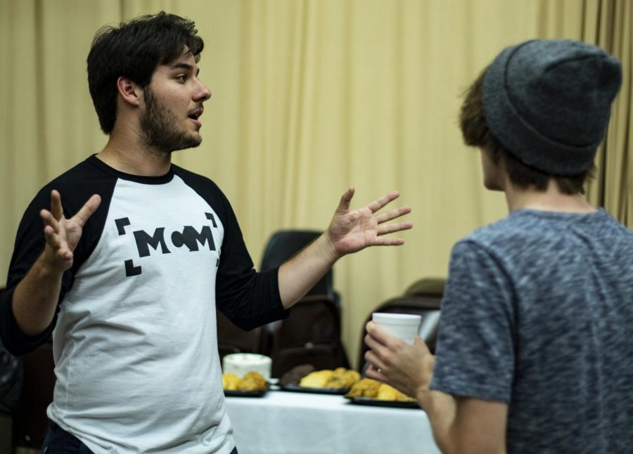 Quinn Murphy, president of Movie Camera Movement, recruits Jonathan Wiegmann, a junior studying Cinema and Photography, for MCM, Tuesday, Aug. 28, at the Mass Communications RSO Fair. (Nick Knappenburger | @DEKnappenburger)