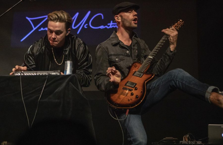 Jesse+McCartney+plays+with+Dory+Lobel+on+stage+Saturday%2C+Oct.+13%2C+2018%2C+at+the+Shryock+Auditorium.+%28Isabel+Miller+%7C+%40IsabelMillerde%29