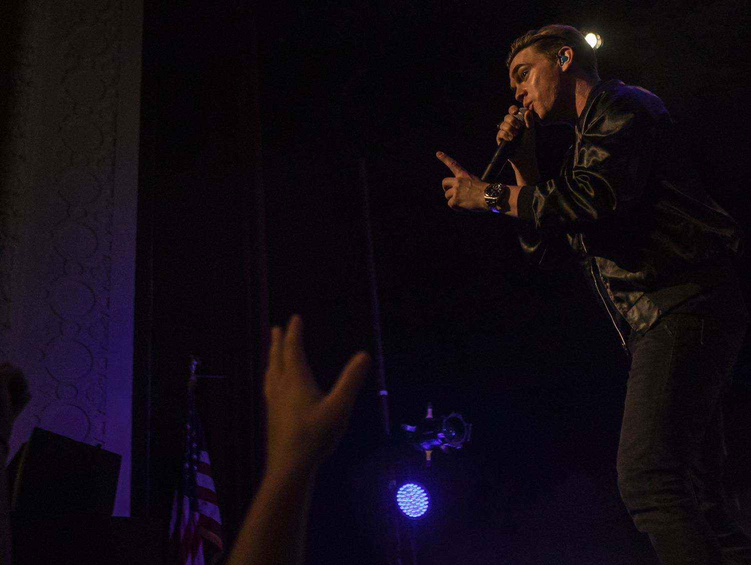 Jesse McCartney sings to the crowd, Saturday, Oct. 13, 2018, at the Shryock Auditorium. (Isabel Miller | @IsabelMillerde)