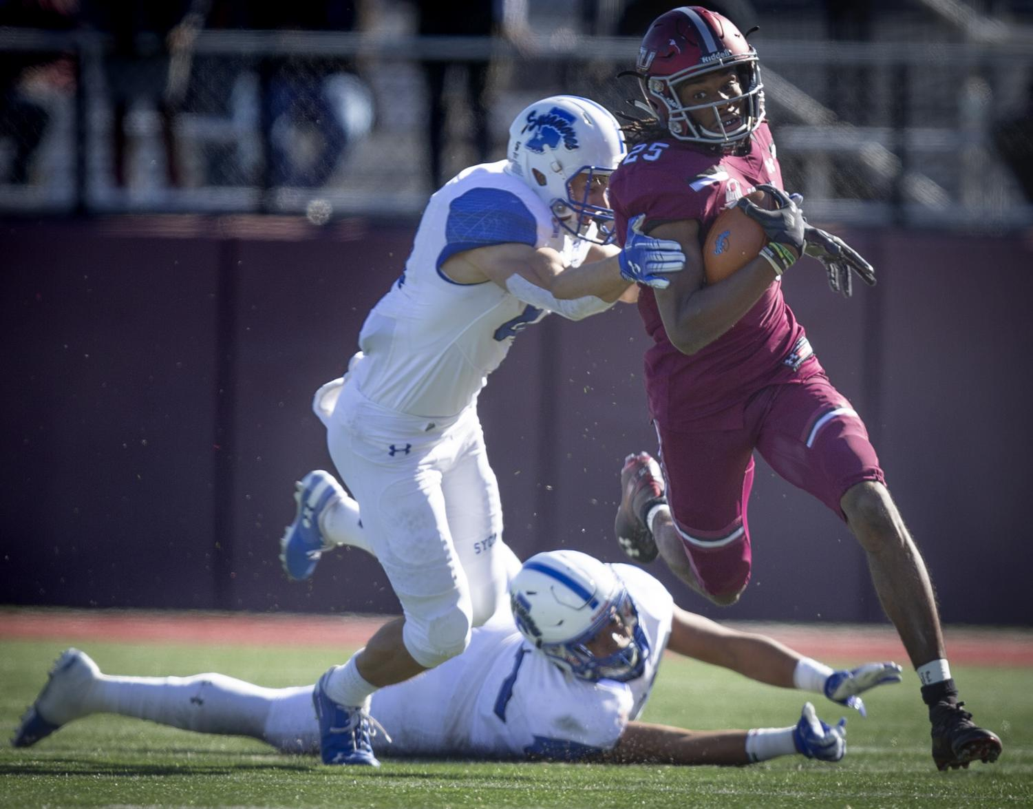 Junior+cornerback+Madre+Harper+advances+the+ball+during+the+Salukis%27+24-21+loss+against+the+Indiana+State+Sycamores+at+Saluki+Stadium%2C+Saturday%2C+Oct.+20%2C+2018.+%28Isabel+Miller+%7C+%40IsabelMillerDE%29