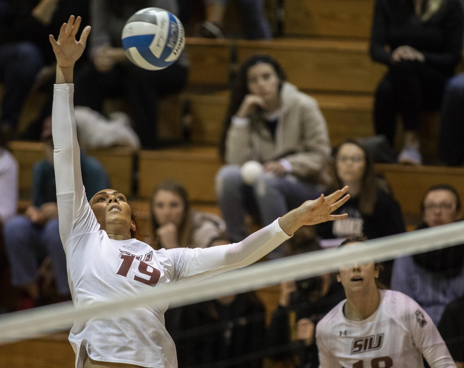 Senior+outside+hitter%2C+Malvis+Ortiz%2C+spikes+the+ball%2C+Friday%2C+Nov.+2%2C+2018%2C+during+the+Saluki%E2%80%99s+3-1+win+againt+the+Indiana+Sycamores%2C+at+Davies+Gym.+%28Isabel+Miller+%7C+%40IsabelMillerDE%29
