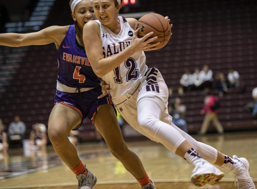Sophomore guard Makenzie Silvey advances the ball on Friday, Jan. 4, 2019, during the Salukis' 47-64 win against the Evansville Purple Aces at SIU Arena.