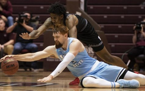 Second half surge sends Salukis soaring over Bradley