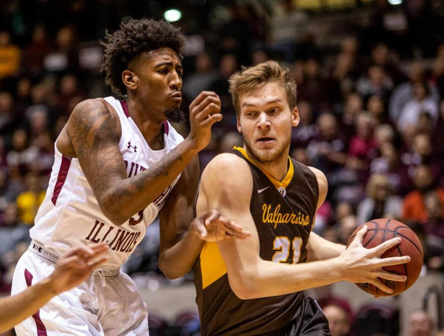 Senior+center+Kavion+Pippen+defends+the+ball%2C+on+Saturday%2C+Jan+12%2C+2019%2C+during+the+Saluki%27s+61-65+loss+against+the+Valparaiso+Crusaders+at+the+SIU+arena.
