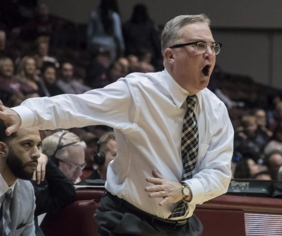 Southern+Illinois+Head+coach+Barry+Hinson+yells+to+the+referee+about+a+call+made+Jan.+30%2C+2019+during+the+Salukis+88-73+win+against+Indiana+State+Sycamores.