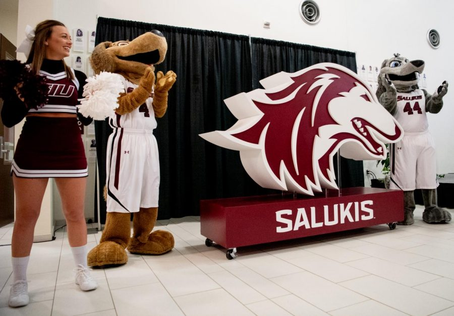 Grey+Dawg+and+Brown+Dawg+unveil+SIU+Athletics%27+new+logo+on+Thursday%2C+Feb.+28%2C+2019%2C+during+the+logo-reveal+ceremony+at+SIU+Arena+in+Carbondale%2C+Illinois.+