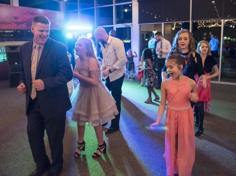 Fathers+and+daughters+dance+to+the+%22Cha+Cha+Slide%22+on+Saturday%2C+Feb.+9%2C+2019+at+the+Daddy-Daughter+Dance+held+at+Rent+One+Park+in+Marion%2C+Illinois.+
