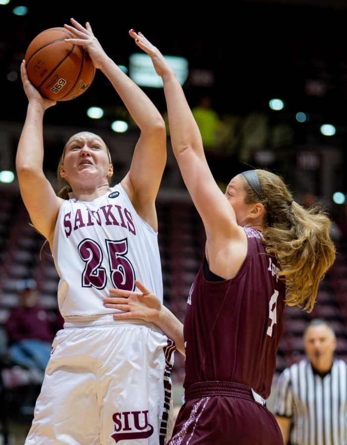 Southern+Illinois+Salukis+forward+Abby+Brockmeyer+attempts+to+shoot+a+basket+while+under+pressure+from+Missouri+State+Lady+Bears+forward+Abby+Hipp+on+Friday%2C+Feb.+8%2C+2019%2C+during+the+Southern+Illinois+Salukis%27+matchup+against+the+Missouri+State+Lady+Bears+at+SIU+Arena.+%0A