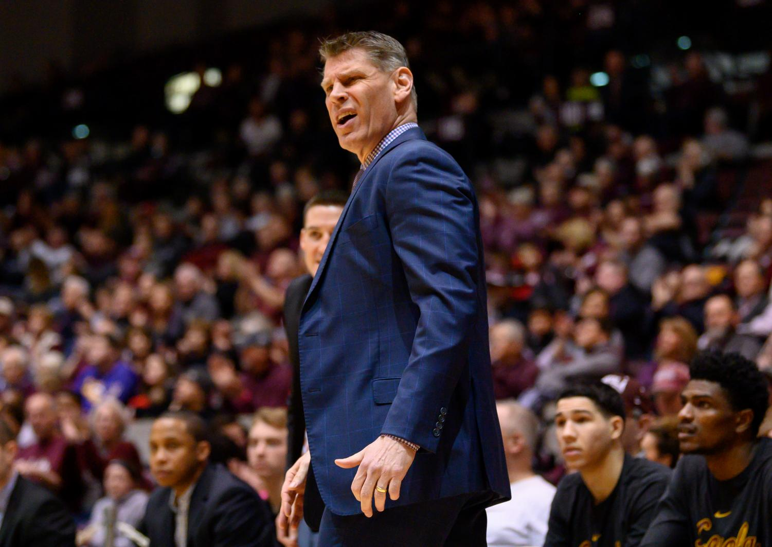 Loyola+Ramblers+head+coach+Porter+Moser+reacts+to+a+call+on+Sunday%2C+Feb.+24%2C+2019%2C+during+a+matchup+between+the+Southern+Illinois+Salukis+and+the+Loyola+Ramblers+at+SIU+Arena.