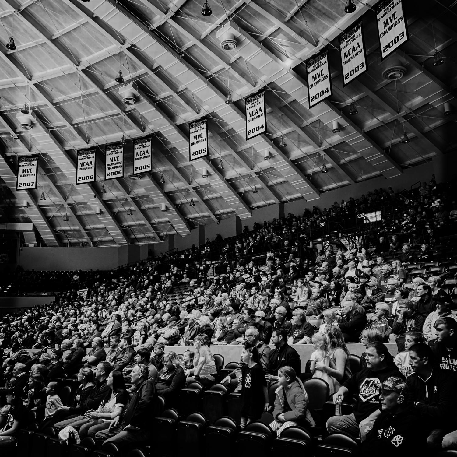 Fans+watch+the+game+on+Sunday%2C+Feb.+24%2C+2019%2C+during+a+matchup+between+the+Southern+Illinois+Salukis+and+the+Loyola+Ramblers+at+SIU+Arena.