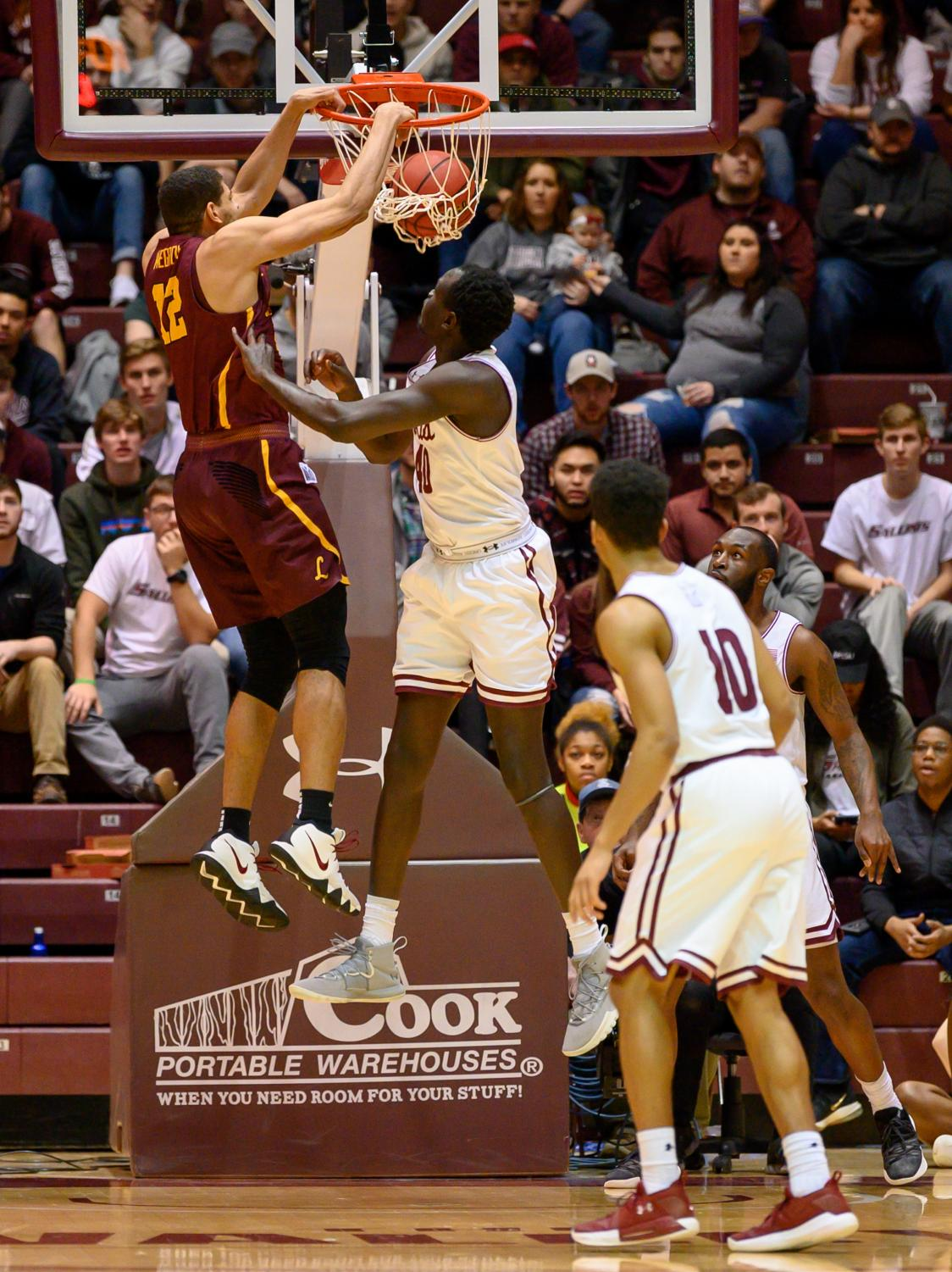 Loyola+Ramblers+forward+Christian+Negron+dunks+the+ball+on+Sunday%2C+Feb.+24%2C+2019%2C+during+a+matchup+between+the+Southern+Illinois+Salukis+and+the+Loyola+Ramblers+at+SIU+Arena.