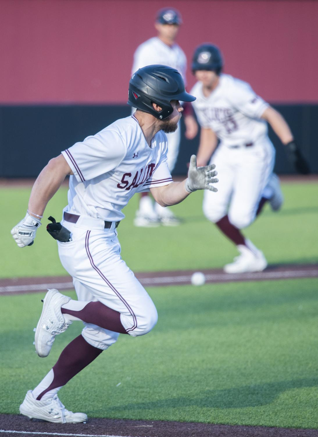 Saluki+sophomore+Brad+Hudson+runs+to+first+base+on+Tuesday%2C+March+19%2C+2019+during+the+Salukis%27+7-6+win+against+the+SIUE+Cougars+at+the+Itchy+Jones+Stadium.