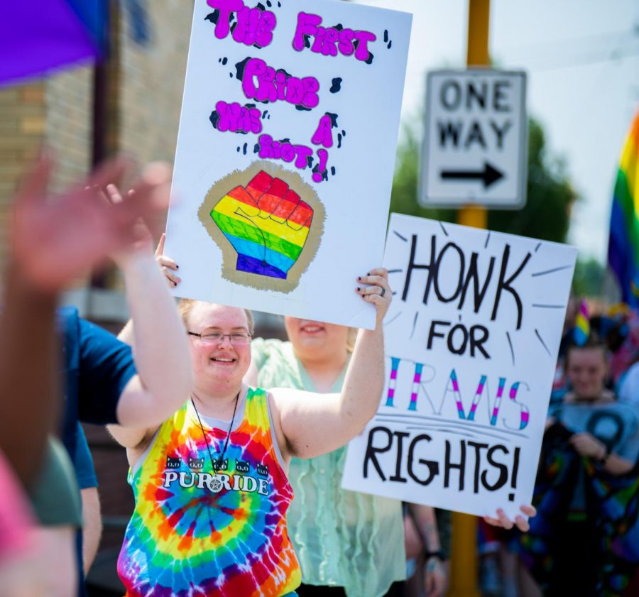 Blake+Greer%2C+of+Herrin%2C+holds+a+sign+for+passing+cars+on+Saturday%2C+June+1%2C+2019+during+Carbondale%27s+second+annual+Pride+March+from+Gaia+House+to+Town+Square+Pavilion.+Greer+says+that+pride+brings+people+together.+%22It+shows+%5Bthem%5D+that+they+are+not+alone%2C%22+Greer+said.+
