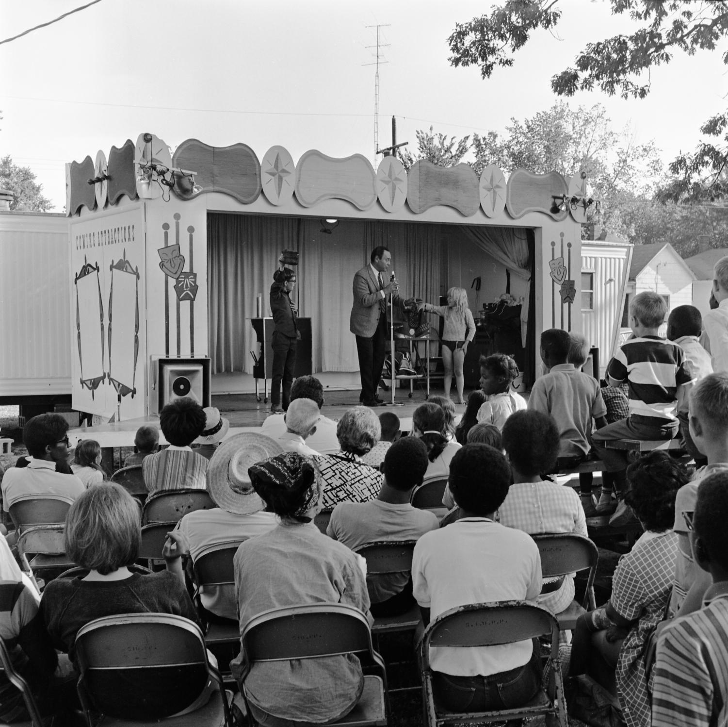 Spectators+watch+a+show+at+the+Lincoln+Park+playground+celebrating+the+Fourth+of+July.+Photo+courtesy+of+Morris+Library+Special+Collections+Research+center%2C+collection+of+%E2%80%9CNeighboring+Celebration%2C%E2%80%9D+from+July+4%2C+1968.