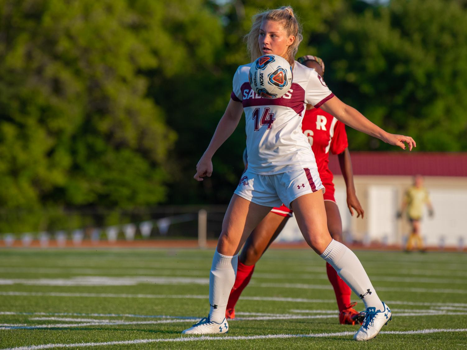 Saluki+freshman+Kaitlin+DuCharme+defends+the+ball+on+Tuesday%2C+Aug.+27%2C+2019+during+the+Salukis%27+1-0+win+against+the+Rose-Hulman+Fightin%27+Engineers+at+the+Lew+Hartzog+Track+%26+Field+Complex.