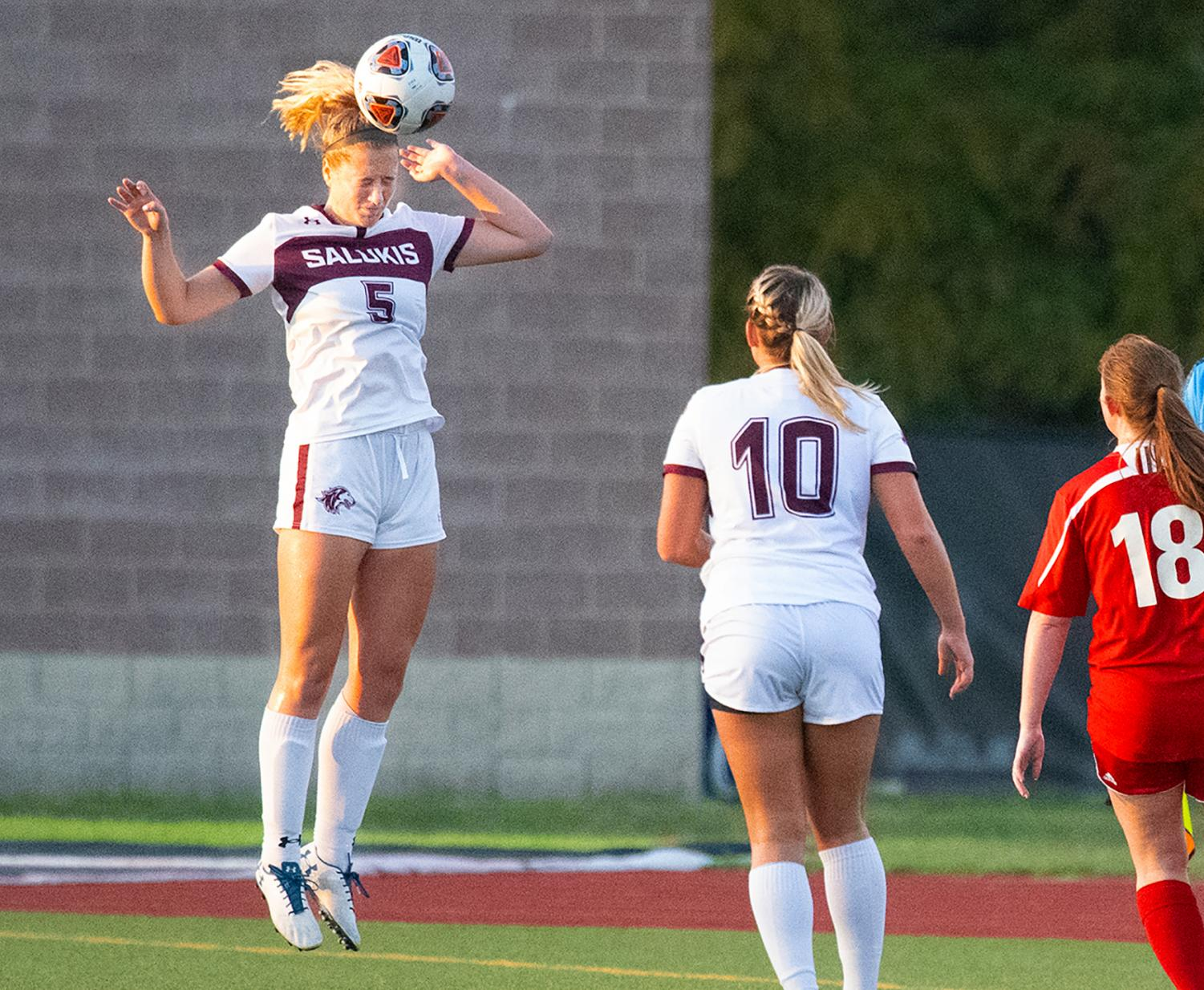 Saluki+Christy+Murauskis+headbutts+the+ball+on+Tuesday%2C+Aug.+27%2C+2019+during+the+Salukis%27+1-0+win+against+the+Rose-Hulman+Fightin%27+Engineers+at+the+Lew+Hartzog+Track+%26+Field+Complex.