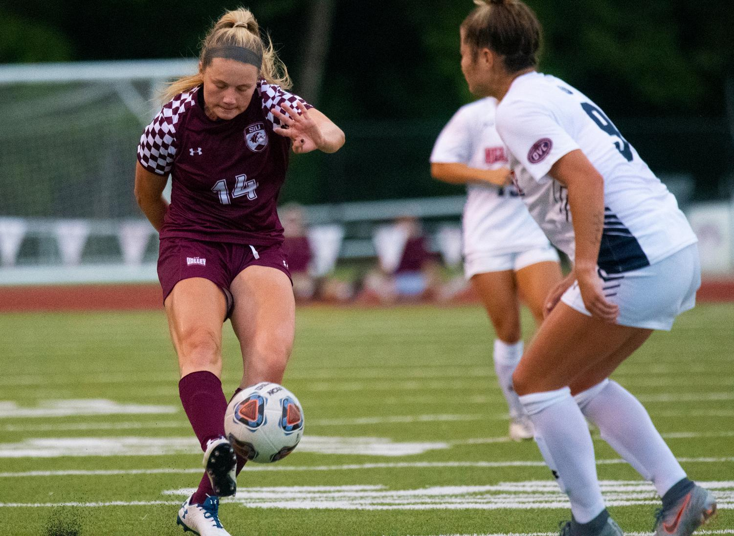 Saluki+Kaitlin+Ducharme+kicks+the+ball+on+Friday%2C+Aug.+30%2C+2019+during+the+Salukis%27+1-0+win+against+the+Belmont+Bruins+at+the+Lew+Hartzog+Track+%26+Field+Complex.