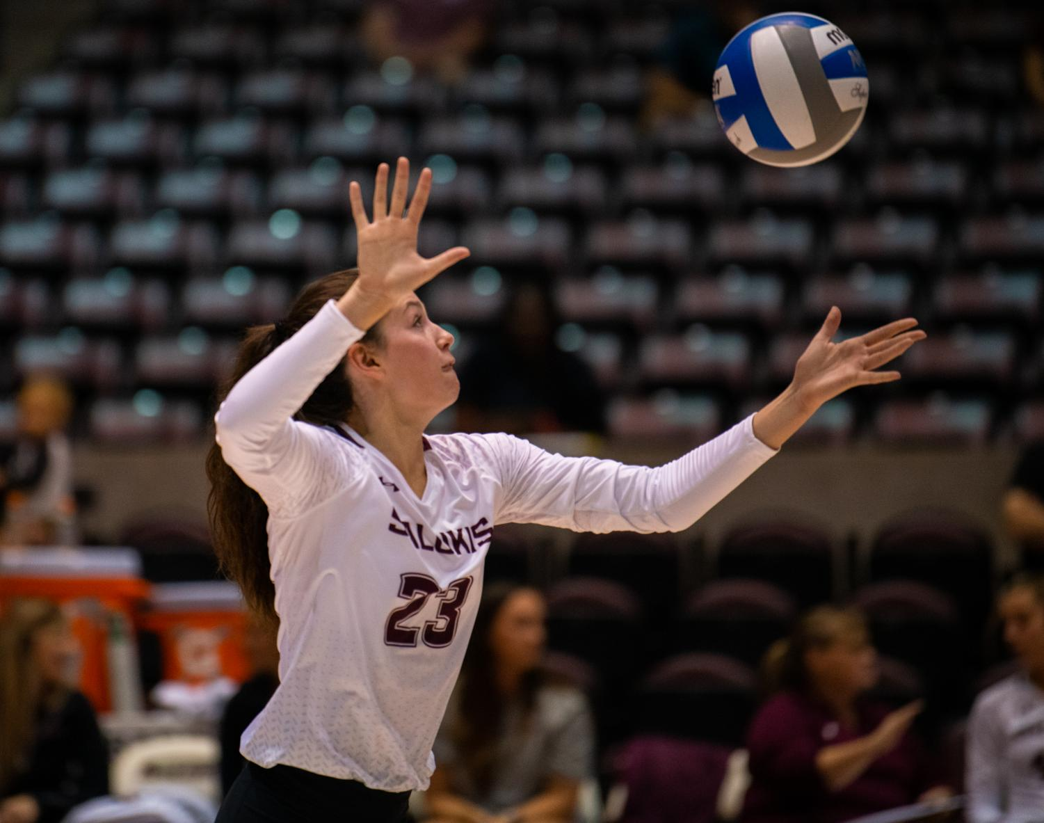 Sophomore+outside+hitter+Katy+Kluge+serves+the+ball+on+Saturday%2C+Sept.+7%2C+2019+during+the+Salukis%E2%80%99+3-1+win+against+the+Southeastern+Louisiana+University+Lions+at+the+Banterra+Center.+